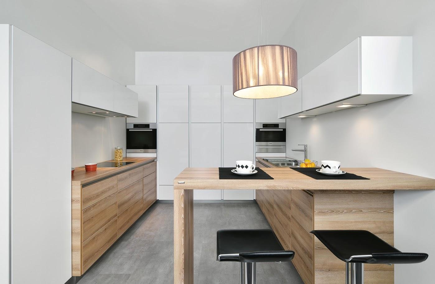 holzk chen aus echtholz oder holzdekor auf mallorca montieren. Black Bedroom Furniture Sets. Home Design Ideas